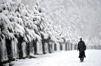 10 policemen trapped as avalanche strikes Jammu and Kashmir's Kulgam district