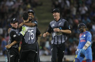New Zealand hold nerve, clinch thriller in Hamilton to win series
