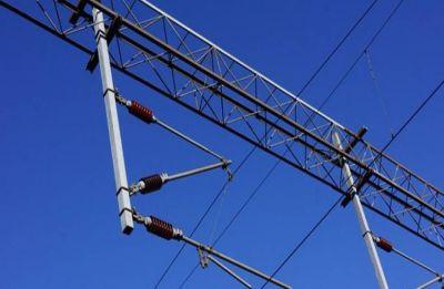 Sunday fun turns tragic as man electrocuted, minor burnt while taking selfies on train