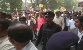 Chandrababu Naidu marches towards Rashtrapati Bhavan demanding special status for Andhra Pradesh