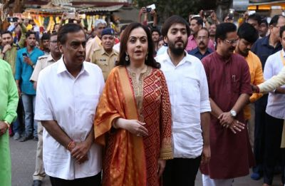 Mukesh Ambani-Nita Ambani offer Akash-Shloka's wedding card at Siddhivinayak temple