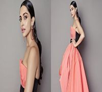 Deepika Padukone looks absolutely stunning at awards show and Ranveer Singh can't stop praising her!