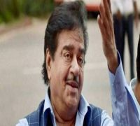 Shatrughan Sinha joins opposition rally in Delhi, takes dig at PM Modi