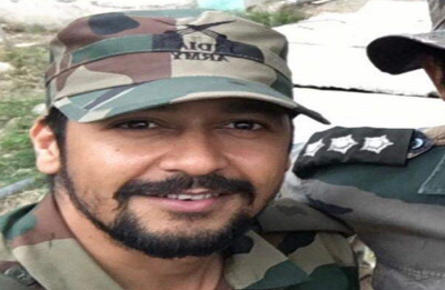 Major among 4 army men killed in encounter in Pulwama's Pinglan, internet services suspended