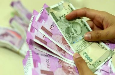 Rupee slips 11 paise to 71.34 against US Dollar on crude oil scare