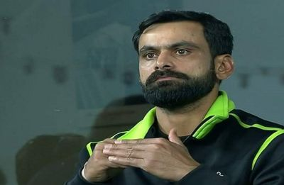 Mohammad Hafeez World Cup hopes in doubt after fracturing thumb in Pakistan Super League