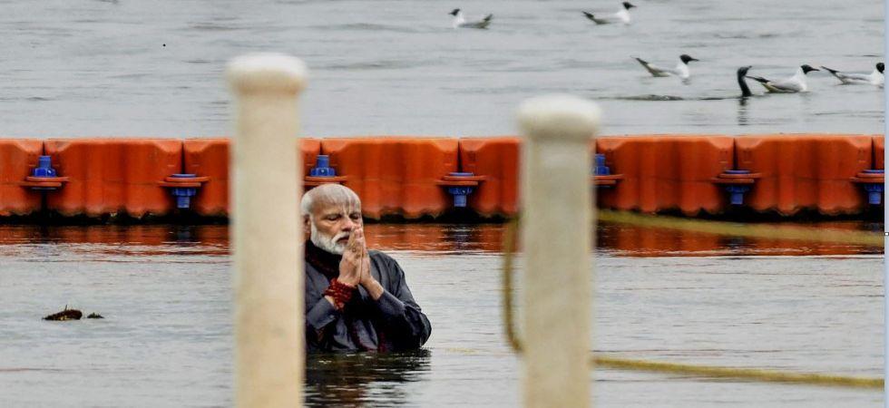 PM Modi addresses 'Swachh Kumbh' event, takes holy dip, performs pooja in Sangam (Photo Source: PTI)