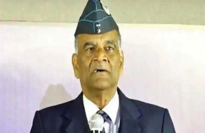 Watch: IAF pilot Abhinandan Varthaman's parents, on way to receive son, get standing ovation
