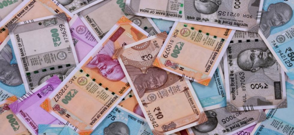 Rupee slips 14 paise to 70.86 against US dollar in early trade (File Photo)