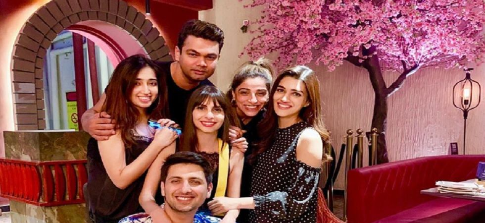 Basking in the success of Luka Chuppi, Kriti Sanon celebrates with her team