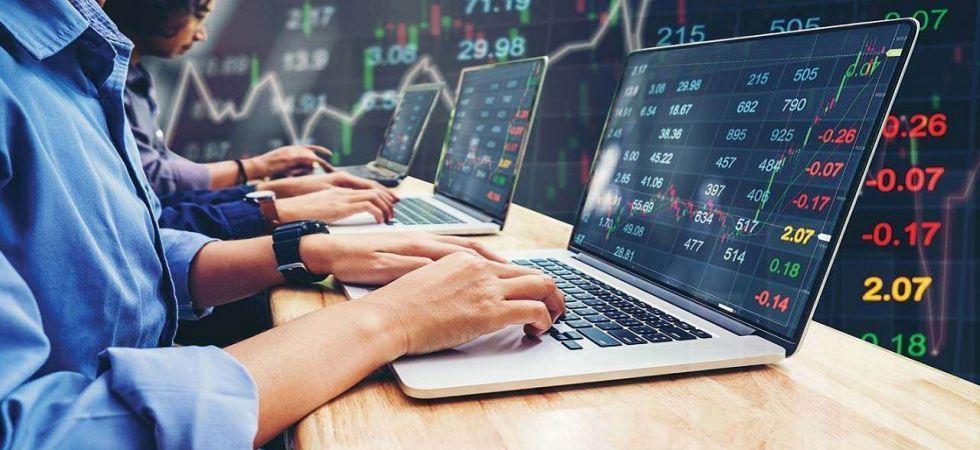 Sensex, Nifty turn negative on weak global cues (File Photo)