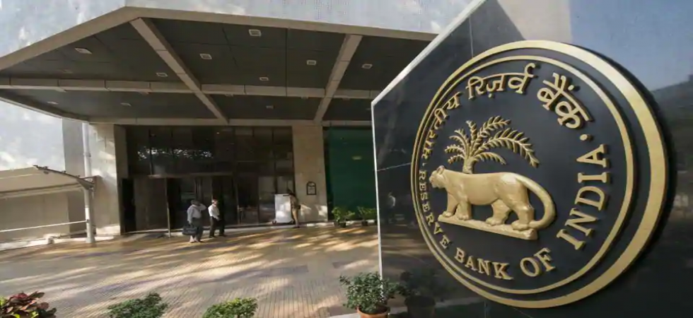 RBI slaps penalties on 36 major banks for non-compliance in SWIFT operations (File Photo)