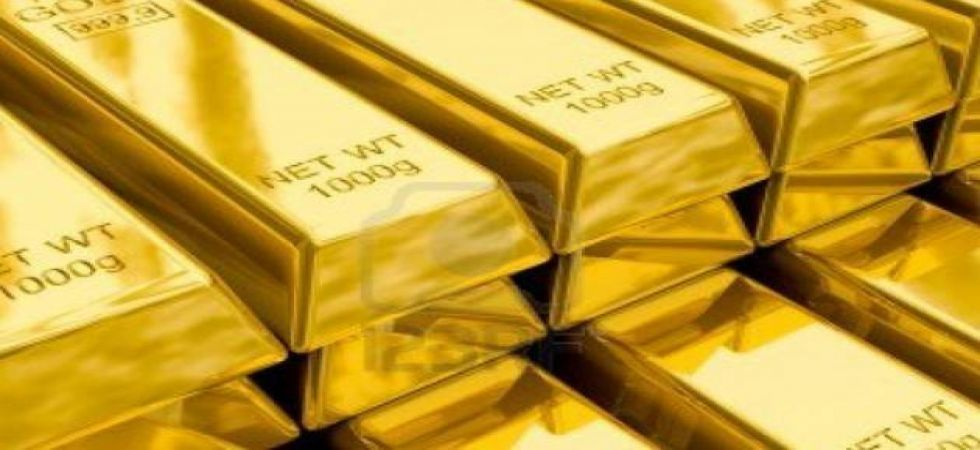 Gold prices dip for another week, silver rises to Rs 39,900 (file photo)
