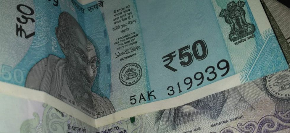 Rupee rallies for third day, up by 17 paise against US dollar (file photo)