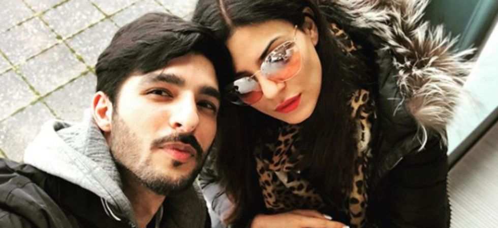 Sushmita Sen and Rohman Shawl's 'rohmance' at London airport is all things love.