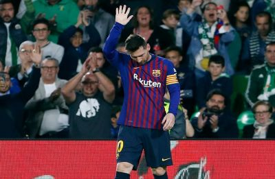 Lionel Messi hat-trick gets Barcelona closer to La Liga football title