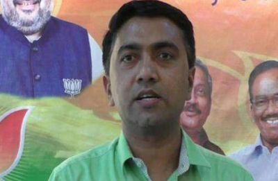 Goa Chief Minister Pramod Sawant breaks down while speaking about Manohar Parrikar