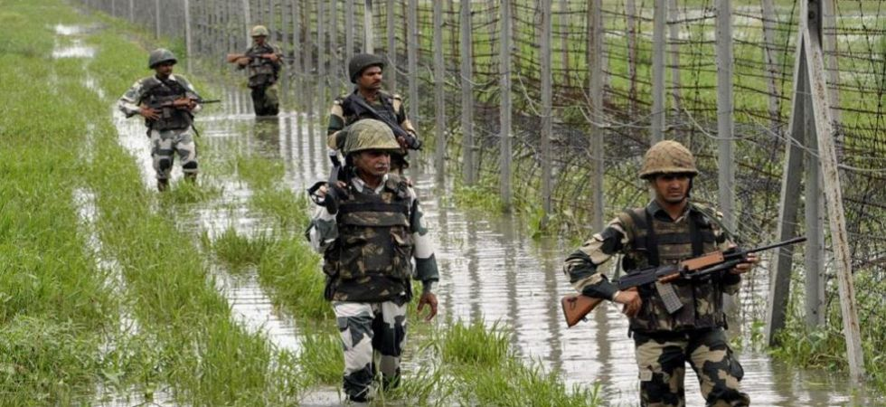 Pakistan violates ceasefire along LoC in Jammu and Kashmir's Mendhar sector (File Photo)