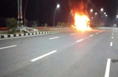 Uttar Pradesh: Passenger bus catches fire on Agra-Lucknow expressway, 4 charred to death