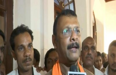 Several Goa ministers give Dipak Pawaskar late-night swearing in ceremony a miss