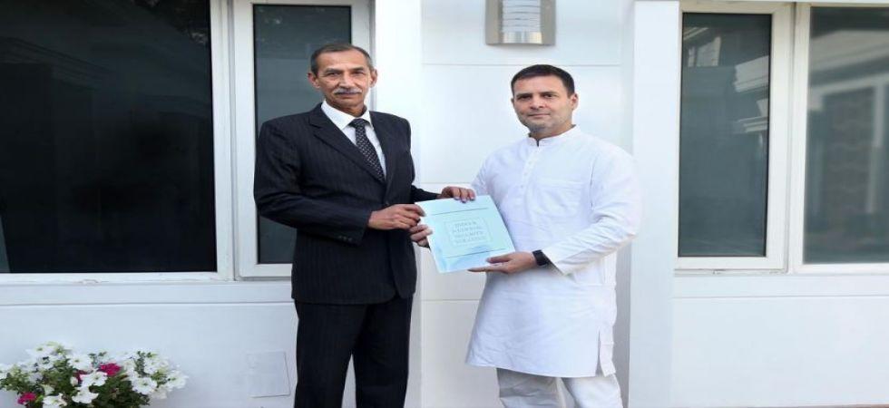 Surgical strikes hero Hooda submits national security report to Rahul Gandhi (Photo Source: @RahulGandhi)