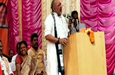 Giriraj Singh shares stage with Muzaffarpur shelter home case accused Manju Verma