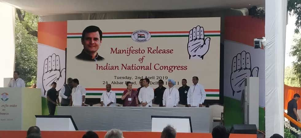 Congress chief Rahul Gandhi and Sonia Gandhi, former PM Manmohan Singh during the manifesto launch event. (Photo/Twitter)
