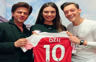 Shah Rukh Khan's fanboy moment with football superstar Mesut Ozil breaks the internet