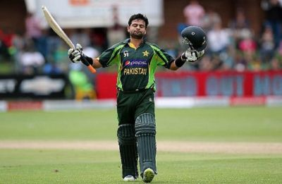 Ahmed Shehzad drops a simple catch and then asks for a REVIEW – Yes, he did