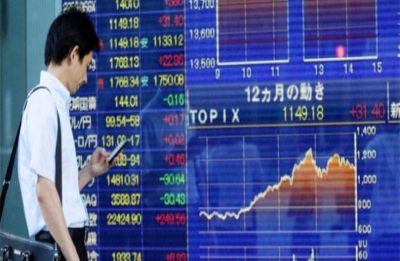 Pound edges up after Brexit delay but Asian markets retreat