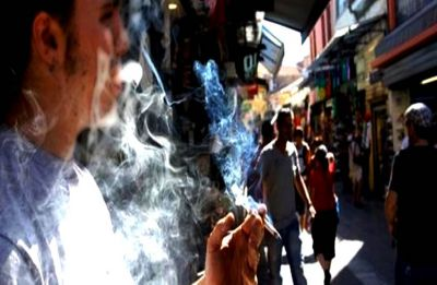 Want to quit smoking? Do it with your smoke buddy: Study