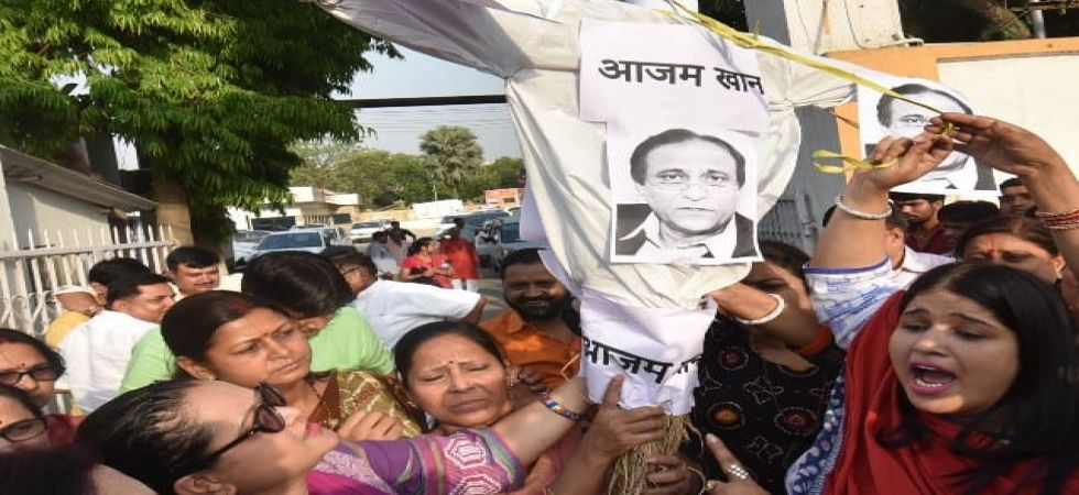ABVP members burn effigy of Azam Khan (Photo Source: Twitter)