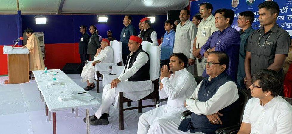 Mayawati, Mulayam Singh Yadav, Akhilesh Yadav and others during Mainpuri rally (Photo: Twitter)