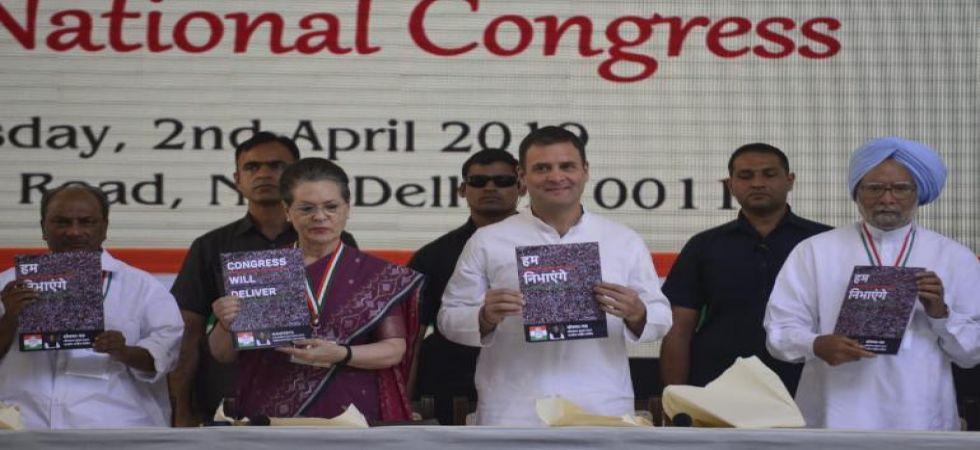 Congress president Rahul Gandhi, UPA chairperson Sonia Gandhi and former PM Manmohan Singh (File Photo)