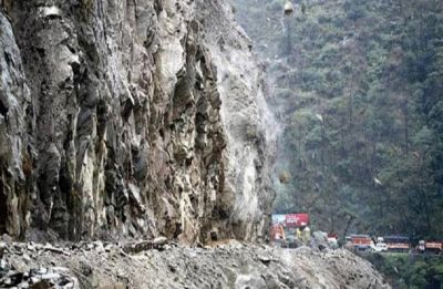 Shooting stones hit traffic on Jammu-Srinagar highway for fourth consecutive day