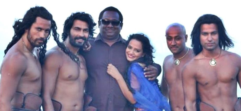 Kamasutra 3D actress Saira Khan dies of cardiac arrest.