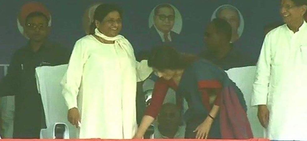 Dimple Yadav seeking blessings of Mayawati at the stage. (Image Credit: Twitter)