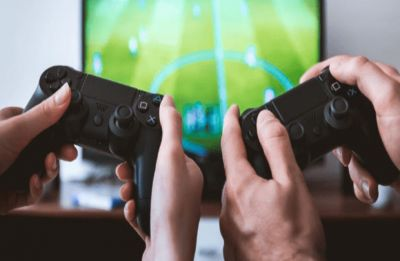 Playing video games may harm social skills of young girls, says study