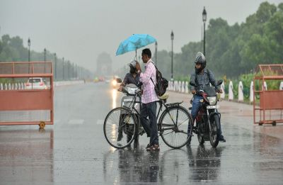 MeT issues fresh warning for thunderstorm in Delhi, rain lashes parts of capital city
