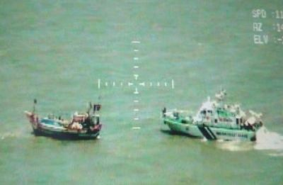 Pakistani boat, carrying 192 packets of narcotic substances, captured by Indian Coast Guard