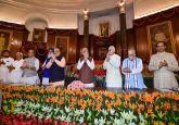 Lok Sabha Elections 2019 LIVE   PM Modi to meet mother Heeraben in Ahmedabad today