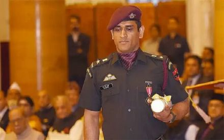 MS Dhoni shows the 'might' of the Indian army in ICC Cricket