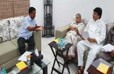 Sheila Dikshit meets Delhi Chief Minister Arvind Kejriwal over power, water issues