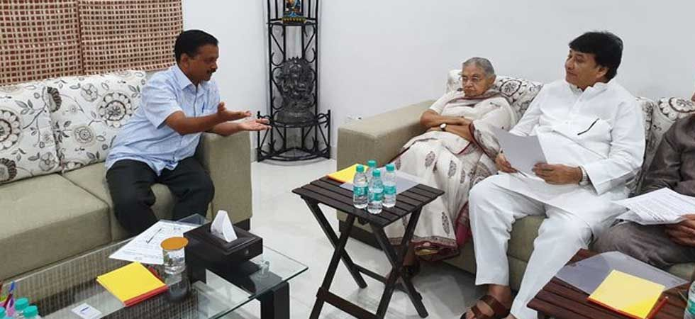 Delhi Congress tweeted the picture of Sheila Dikshit-led delegation meeting with Arvind Kejriwal.