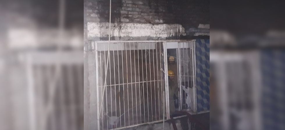Fire breaks out in cloth godown in Delhi's Chandni Chowk area, 7 fire tenders on spot