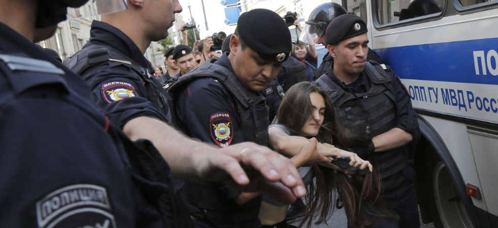 Moscow police arrest hundreds at rally for fair elections (Photo Credit: Twitter)