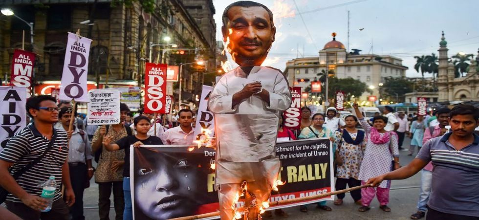 Various student organisations burn an effigy of Unnao rape accused Kuldeep Singh Sengar (Photo Source: PTI)