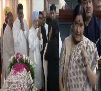 'Na idhar udhar ki tu baat kar' to 'Tu mera shauk dekh': Best of Sushma-Manmohan's Lok Sabha rivalry