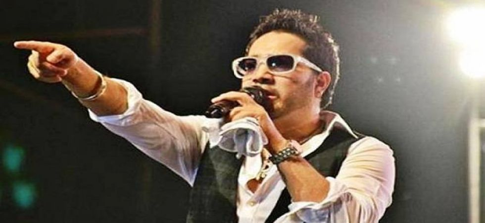 Mika Singh's performance in Pakistan earns rage of netizens