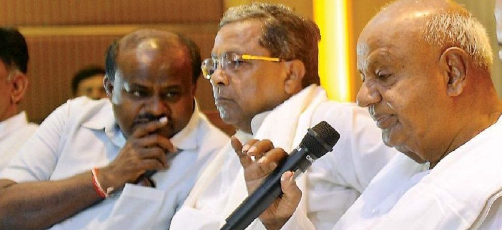 JDS patriarch and former chief minister HD Deve Gowda (right) and Siddaramaiah (centre). (File Photo)
